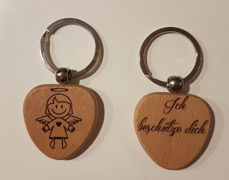 Schlüsselanhänger Holz in Herzform - Schutzengel
